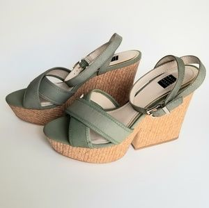 Beautiful WHITE HOUSE BLACK MARKET Wedges 8